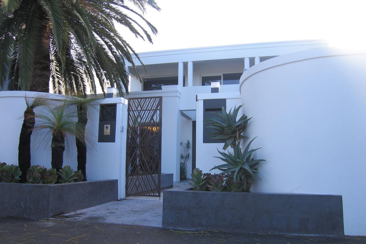 brighton house 1 _streetfront_2000x1333